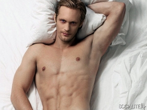 shirtless-alexander-skarsgard-600x450
